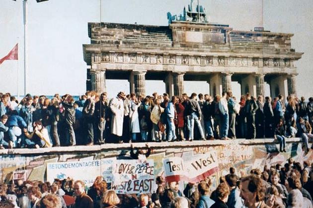 Berlin-Wall-Opens-1989